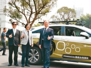 Cens.com News Picture 中华电打造自驾车 总统按赞