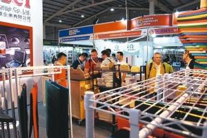 台湾五金展展品相当丰富、种类齐全,吸引众多的国内外买主参观。 杨镇州/摄影