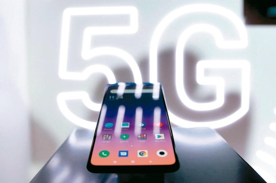 華為、小米、索尼等非蘋手機廠積極推出5G手機,為高階智慧手機市場銷售增添動能。圖為小米今年初率先推出的MIX系列5G機種。 聯合新聞網資料庫