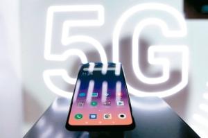 华为、小米、索尼等非苹手机厂积极推出5G手机,为高阶智慧手机市场销售增添动能。图为小米今年初率先推出的MIX系列5G机种。 联合新闻网资料库