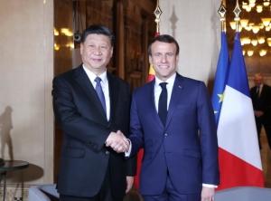 法國總統馬克宏(右)和中國大陸國家主席習近平(左)將簽署一項協議,內容提到巴黎氣候協定「不可逆」。 (新華社)