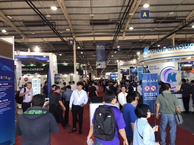 The trade fair is crowded with many global visitors(photo provided by Ralph Yang)
