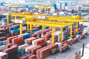 財政部今(9)日公布11月海關進出口概況,11月出口285.8億美元,年增3.3%,是歷年同月次高。 本報系資料庫