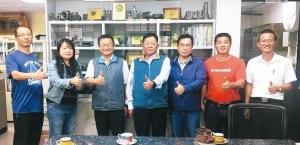 台灣鑄造品公會理事長廖坤成(中)建議政府積極輔導鑄造業升級,打造台灣成為鑄造業重鎮。 楊聰橋/攝影