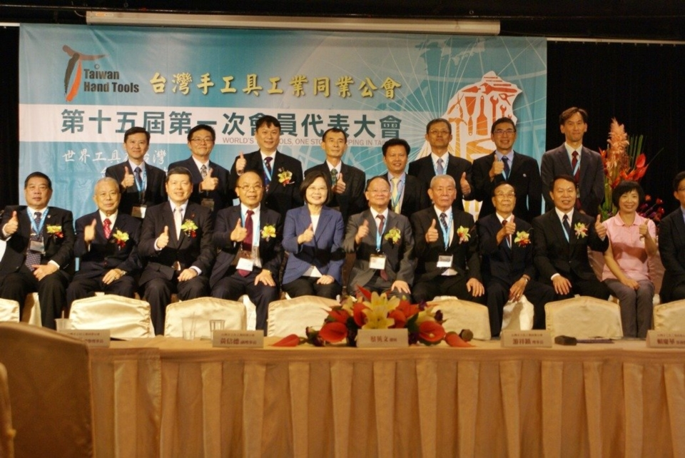 President Tsai Ing-wen (front row from left 5) attended the General Assembly of  THTMA (Photo photographed by Wu Ching-chang)