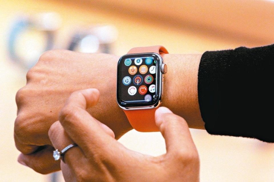 外電報導,美國貿易代表署批准蘋果提出的Apple Watch關稅豁免申請,從中國大陸出口的Apple Watch成品輸入美國,無須額外課徵7.5%關稅。 路透