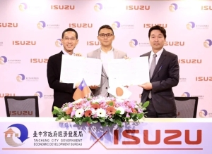 The Taichung City Government signed a strategic investment deal with an Isuzu Representative. (Photo courtesy of Taichung City Government)