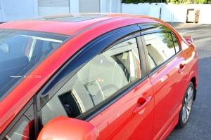 HIC汽车晴雨窗安装方便,美观实用。 安装实例/振益昌公司提供