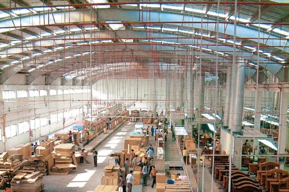 越南台商家具厂在疫情下首当其冲,不少工厂已停工。越南台商家具厂示意图。 本报系资料库