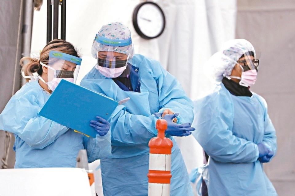 美國近期向台灣發出「新冠戰略物資緊急需求」,抗生素大廠展旺、口罩廠敏成、檢測試劑廠普生與瑞磁等,正積極應援美國。(美聯社)
