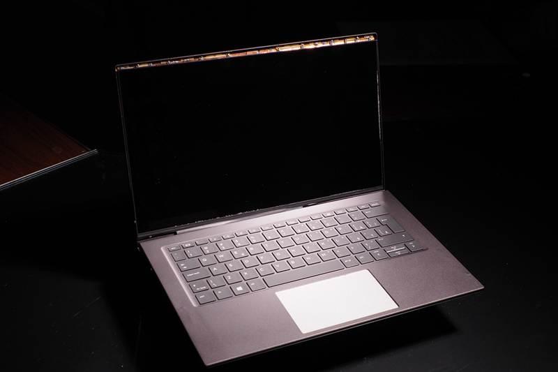 工研院與廣達電腦合作,運用「積層式3D線路技術」,成功開發出「超薄多天線高屏占比窄邊框筆電」,此筆電屏占比可提高至90%、提高傳輸速度達1Gbps以上。