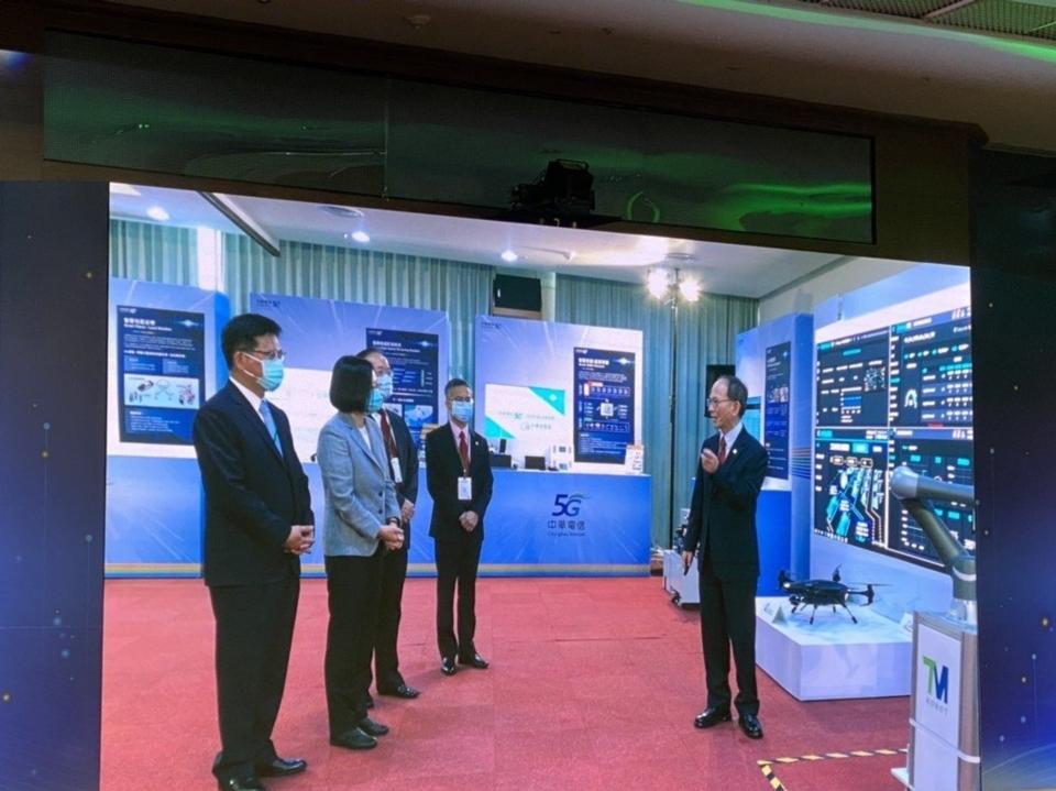 中華電昨(30)日舉行5G啟航儀式,包含總統蔡英文、交通部長林佳龍皆出席力挺。經濟日報 記者吳凱中/攝影