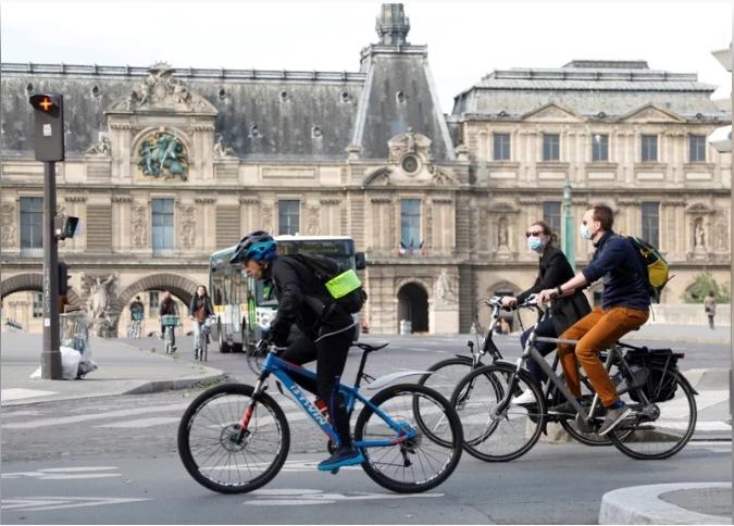 各國陸續解封,歐美鼓勵民眾以自行車取代大眾運輸工具,讓台灣自行車產業再創高峰。 (路透)