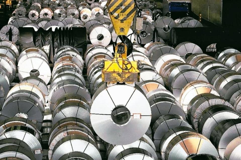 歐盟今年6月30日公布修正鋼鐵防衛措施第三期執行方式,台灣原獲九類「國家配額」修正為八類。經濟日報系資料庫