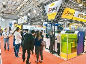 「2020台中自動化工業展」昨日登場,開展首日吸引大批專業人土與買家入場觀展,廠商也陸續傳出成交佳績。經濟日報 記者宋健生/攝影