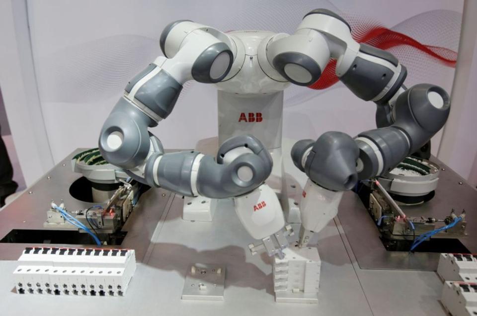 導入AI的協作機器人擁三大優點,今年出貨成長將超過30%。(路透)