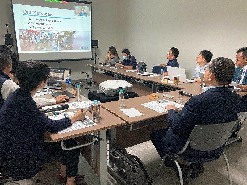 智動協會與韓國機器人協會透過視訊聯合辦理台韓服務型機器人線上交流會。 智動協會/提供