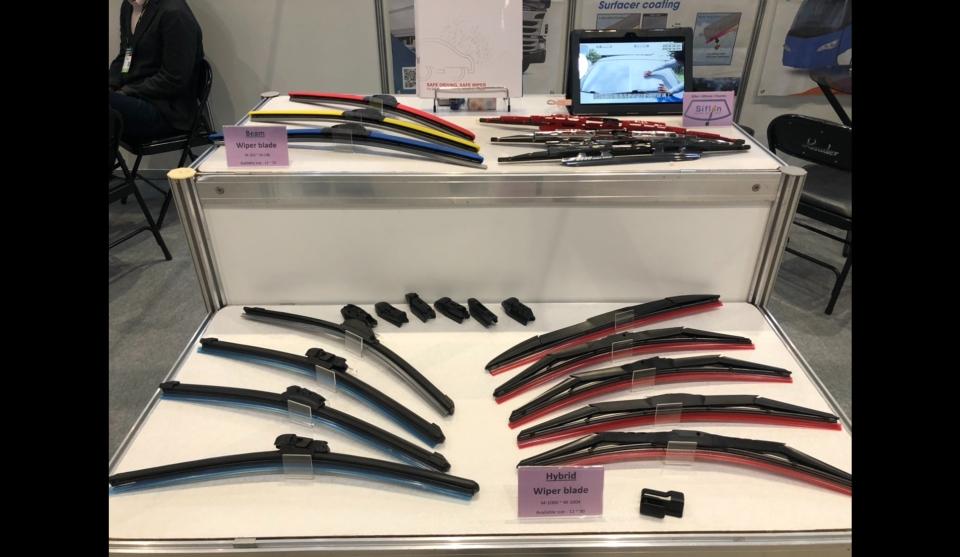 復岡於AMPA攤位展出一系列雨刷產品。蕭永樂/攝影