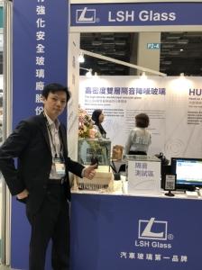 LSH执行长杨焕卿推荐高密度双层隔音降噪玻璃。萧永乐/摄影