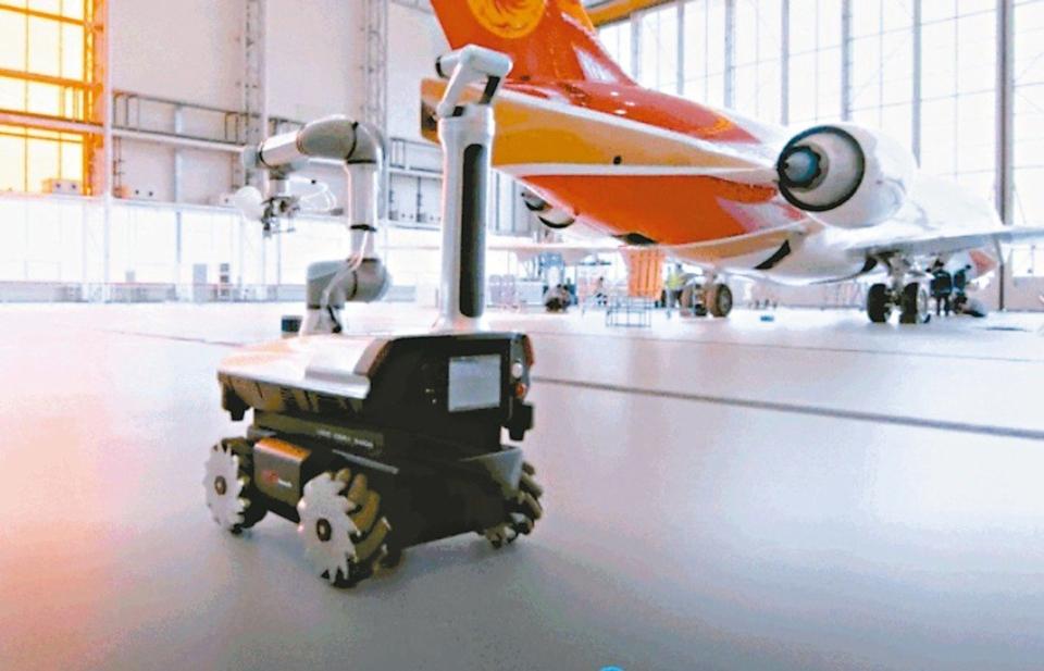 聯想首度跨足工業機器人領域,自主研發出產品可以利用5G遠端控制為飛機噴漆,已經獲商飛大飛機製造採用。 網路照片