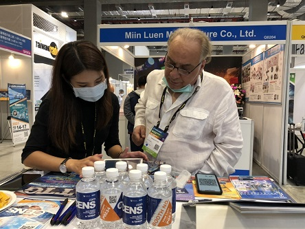 Many visitors have found CENS' online sourcing platform helpful in their procuring process. (Photo taken by Hsiao Yung-le)