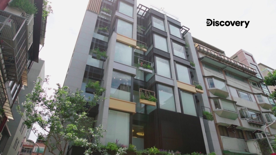 台灣團隊拿下由全球領先健康建築認證機構美國IWBI頒布「WELL健康建築」最高白金等級認證,成為「全球第一」全棟獲得此殊榮的產後護理之家。(圖/Discovery集團提供)