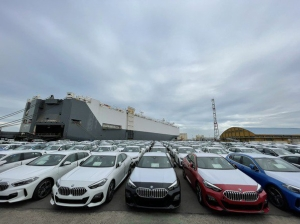 挪威籍汽車船翠莎號載有3,000輛進口車,昨天上午抵達台中港。圖檔來源:聯合報系資料照/台中港務分公司