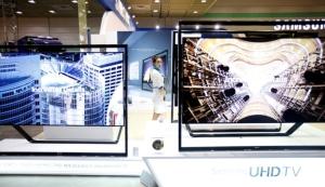 三星显示器3月曾宣布今年底前结束所有LCD面板生产线,但因市况大好而搁置。图档来源:联合报系/路透