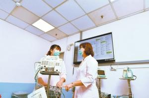導入人因照明系統後,在色溫不變情況下,藉由調控不同時段燈光波長,影響護理人員褪黑激素的分泌,改善其生理時鐘與睡眠品質。(本報系資料庫)