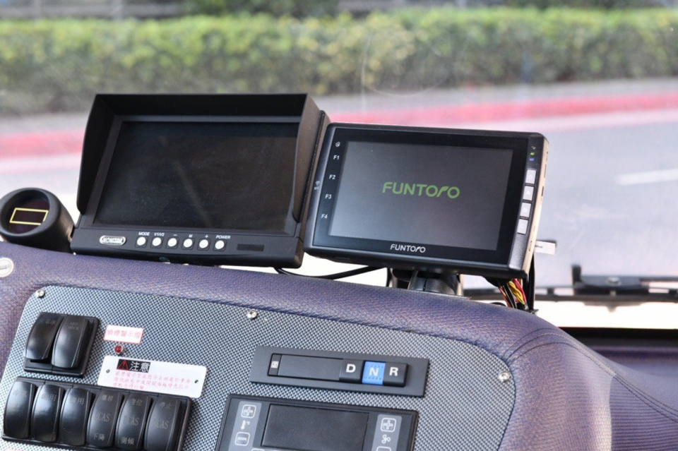 MSI`s vehicle computing system FUNTORO geared for electric bus application. (Photo credit: UDN/MSI)