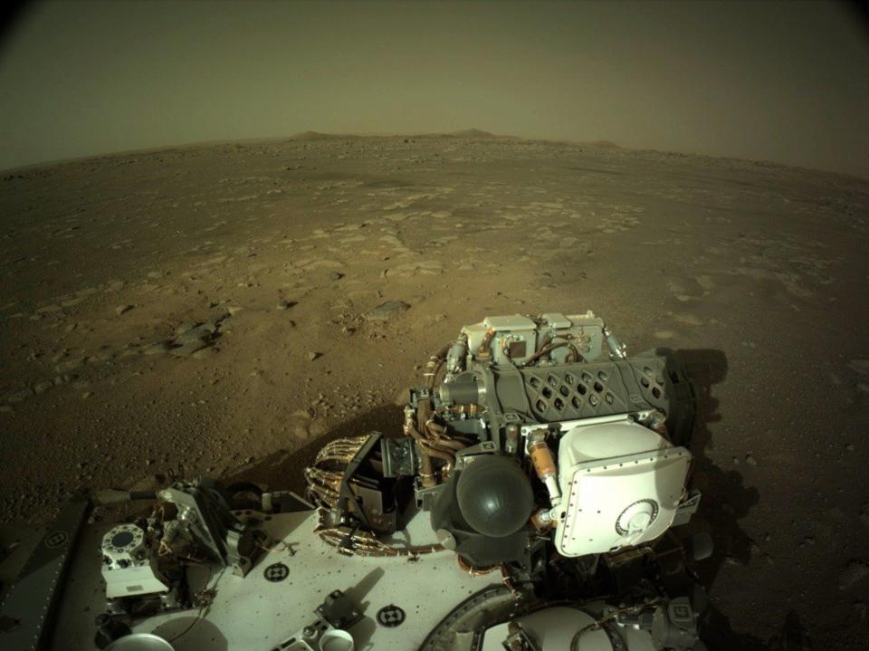 美國太空總署火星探測車「毅力號」二月廿八日傳回火星地表影像。(歐新社)