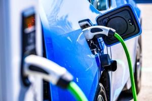 電動車充電 將制訂標準</h2>