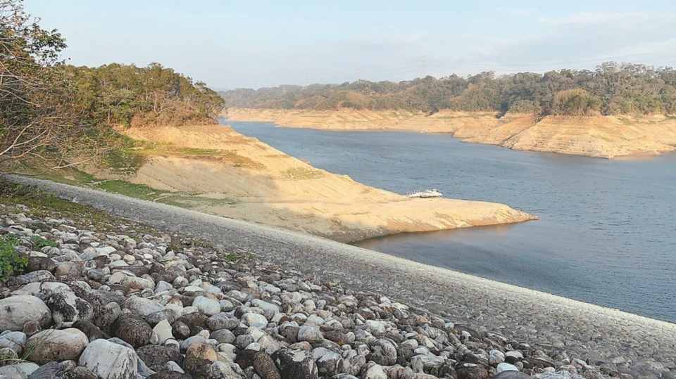 Taiwan is experiencing a record-breaking drought that has the world concerned over water shortages in water-intensive sectors, such as the semiconductor industry. (Photo courtesy of UDN)