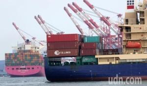 圖為高雄港貨櫃作業情況。圖檔來源:聯合報系資料照