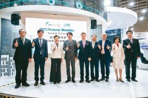 AMPA展開幕貴賓參訪「台灣車輛移動研發聯盟經濟部技術處mTARC主題館」攤位。外貿協會/提供