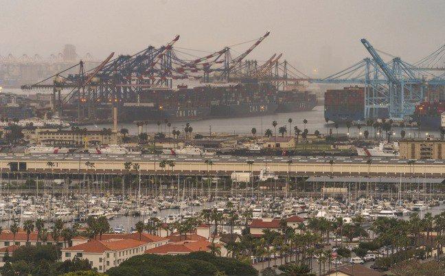 貨輪停泊美國加州洛杉磯港。圖檔來源:聯合報系/美聯社