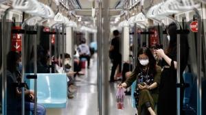 彭博資訊報導,台灣政府正被迫擴大財政支持,以幫助經濟因應公司行號停業和企業可能裁員的情況。圖檔來源:歐新社