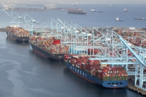 運價上漲無極限,國內貨櫃三雄長榮、陽明、萬海6月營收成長動能再現想像空間。(路透)
