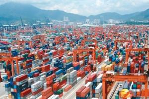 大陸深圳鹽田港塞爆問題才剛解決,又出現加價搶艙亂象,受到關切。(聯合報系資料照)