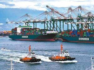 全球主要港口6月準點率全都低於四成,遠低於過去的七成水準。貨攬業者表示,7月主要港口準點率恐怕更低,貨櫃輪高運價短期很難改變。圖檔來源:聯合報系資料照