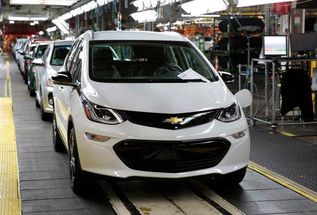 根據知情人士,白宮預定周四宣布,通用和福特等車廠將致力達成到2030年美國車市銷量近半是電動車的目標。圖檔來源:路透