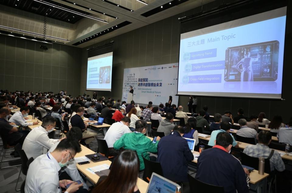 台灣國際醫療暨健康照護展期間,將舉辦Tech(科技)、Trend(趨勢)、Startup(新創)三場次的「智慧醫療及照護產業論壇」,剖析生醫產業未來趨勢。(圖為2020年展覽論壇) (貿協提供)