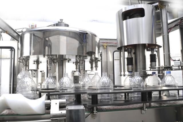 液体充填旋盖机
