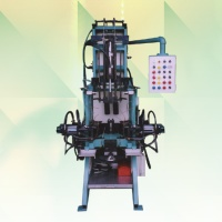 油压型平行开铸台
