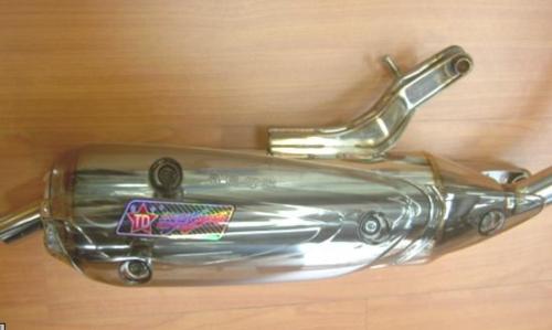 RS 100, 排氣管