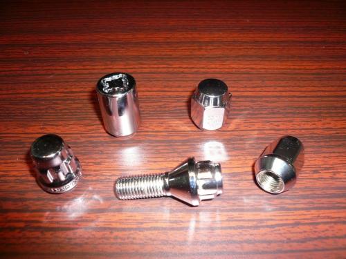 Wheel Lug Nuts & Bolts