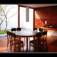实木材质搭配的复合材料餐厅组卖场家俱