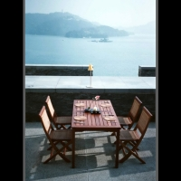 藤編織與實木材質搭配的複合材料的飯店戶外組合家俱