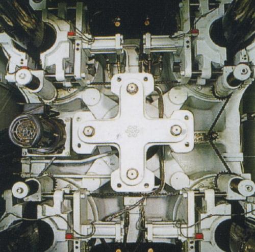 超重负荷锁模结构