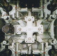 超重負荷鎖模結構